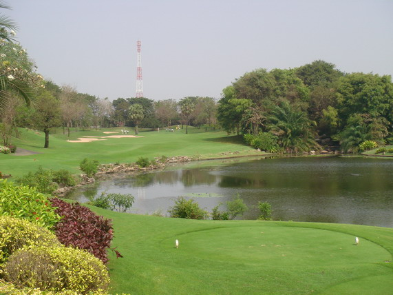 Alpine_golf_course_bangkok_thaillan