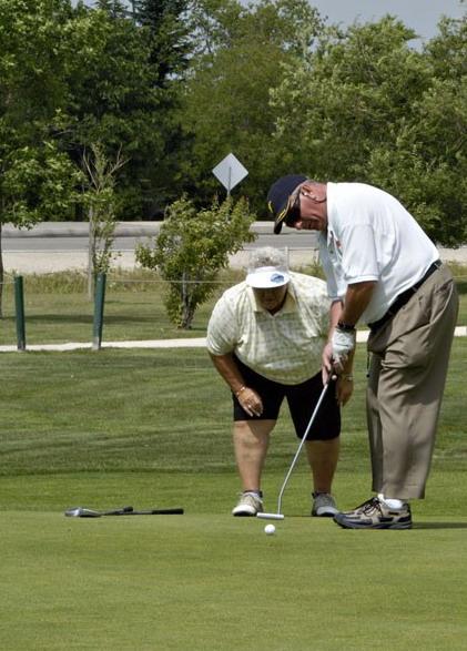 Golf_couple_putting_in_hua_hin