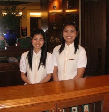Thai_golf_receptionist_girls