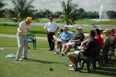Golf_group_in_vietnam