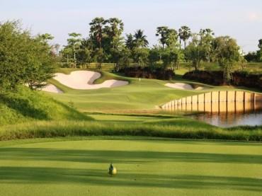 What makes Nikanti Golf Club an unusual golf course?