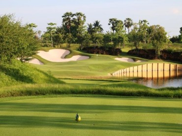What makes Nikanti Golf Club an unusual golf course?
