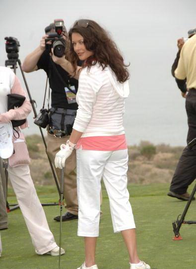 Zeta_jones_golf_fashion