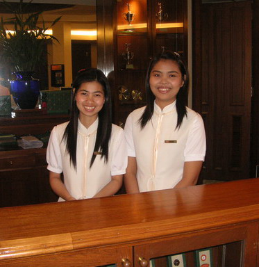 Thai_golf_receptionist_girls