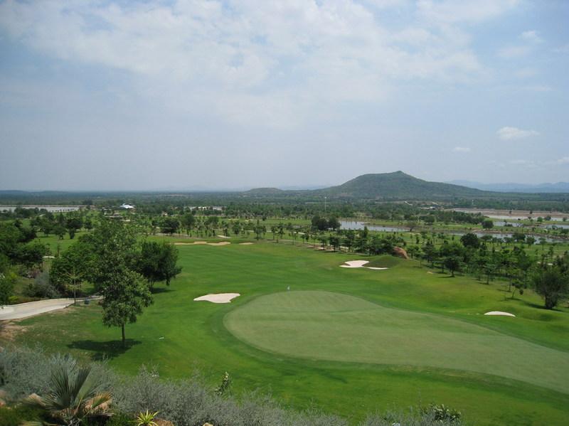 Bangkoks_newest_golf_course