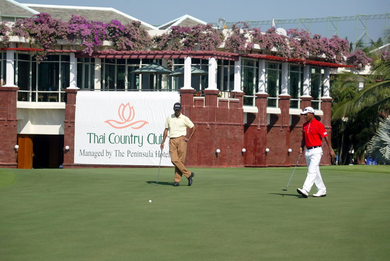 Thai_country_club_clubhouse_resize